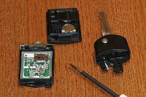 батарейка в ключ мазда 3 2014
